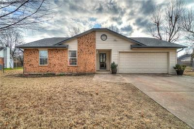 Harrah Single Family Home For Sale: 20390 Crooked Oak Drive