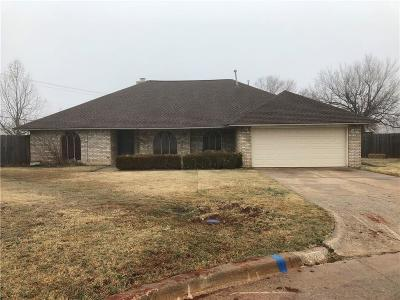 Warr Acres Single Family Home For Sale: 5821 Cheyenne Court