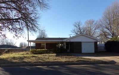 Oklahoma City Single Family Home For Sale: 305 Howard Drive