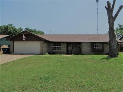Chickasha Single Family Home For Sale: 143 Orchard Drive
