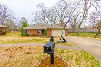 Norman Single Family Home For Sale: 501 Meadow Ridge
