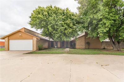Altus Single Family Home For Sale: 808 Rosehaven