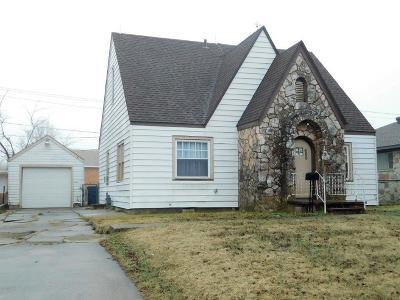 Single Family Home For Sale: 408 E Wade Street