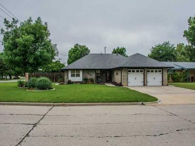 Bethany Single Family Home For Sale: 3701 N McMillan Avenue