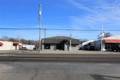 Commercial For Sale: 2300 S Air Depot Boulevard