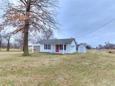 Stroud OK Single Family Home For Sale: $59,999