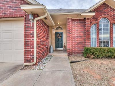 Moore Single Family Home For Sale: 932 Oak Creek Drive