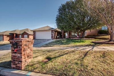 Norman Single Family Home For Sale: 121 Sandstone