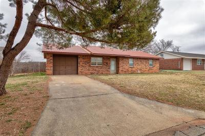 Elk City Single Family Home For Sale: 409 Hoover Circle