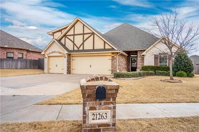 Edmond Single Family Home For Sale: 21263 Lake Shadows Drive