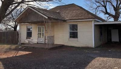 Beckham County Single Family Home For Sale: 513 S Randall Avenue
