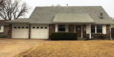 Moore Single Family Home For Sale: 1057 W Main Street