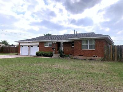 Altus Single Family Home For Sale: 1820 Beverly Drive