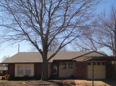 Midwest City Single Family Home For Sale: 2205 Sandra Drive