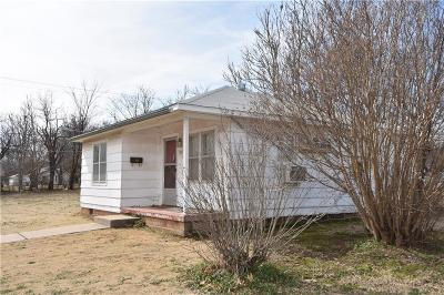 Guthrie Single Family Home For Sale: 517 N 17th Street