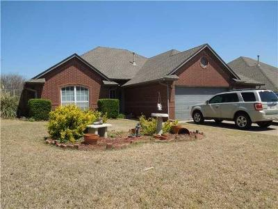 Mustang Single Family Home Pending: 1529 W Onyx Way