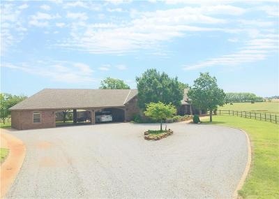 Beckham County Single Family Home For Sale: 2400 N Pioneer