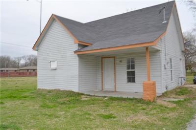 Shawnee Single Family Home For Sale: 904 E Walnut Street