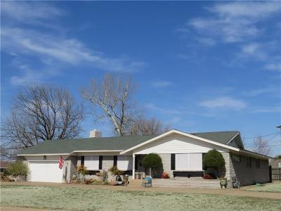 Altus OK Single Family Home For Sale: $172,000
