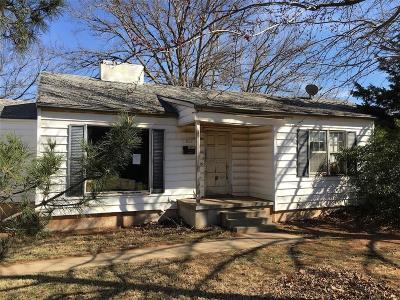 Beckham County Single Family Home For Sale: 502 N Lusk Avenue