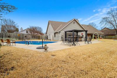 Shawnee Single Family Home For Sale: 1702 Autumn Lane
