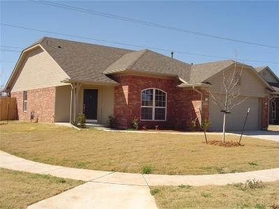 Moore Single Family Home For Sale: 713 Beechwood Way