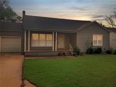 Altus Single Family Home For Sale: 200 S Park Lane