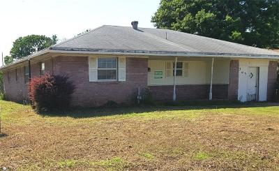 Shawnee Single Family Home For Sale: 302 N Eastern Street