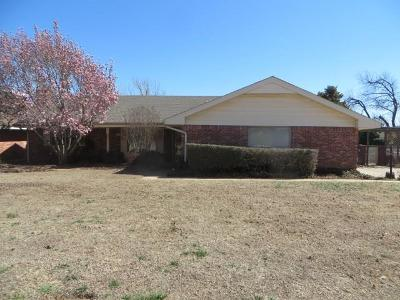 Chickasha Single Family Home For Sale: 105 Rosewood Drive