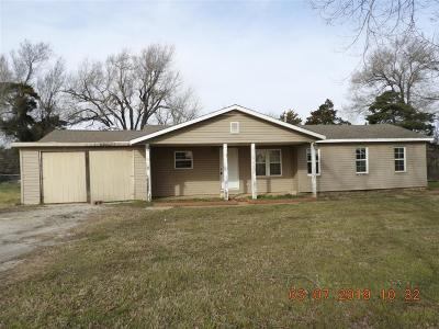 McClain County Single Family Home For Sale: 21115 State Highway 24 Highway
