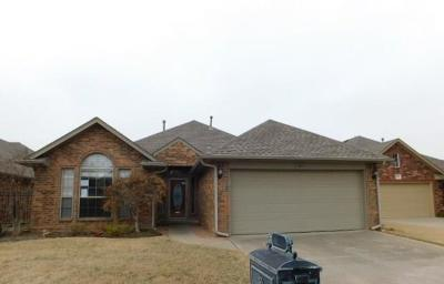Norman Single Family Home For Sale: 404 Bannister Court