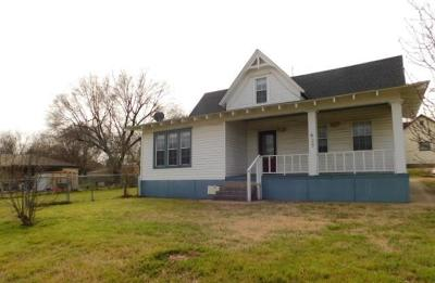 Purcell Single Family Home For Sale: 427 N 2nd Street