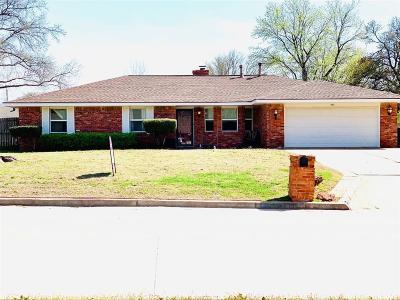 Shawnee Single Family Home For Sale: 9 Oak Hill Road