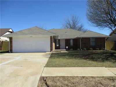 Moore OK Single Family Home For Sale: $164,900