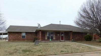 Moore Single Family Home For Sale: 201 Sherwood Court