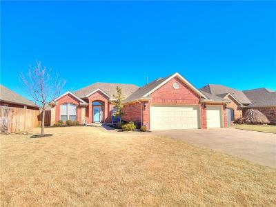 Mustang Single Family Home For Sale: 543 W Pawnee Court Way