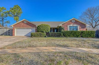 Norman Single Family Home For Sale: 315 George L Cross Drive