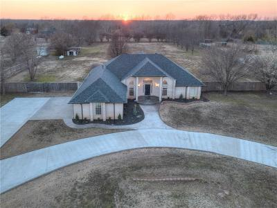 Norman Single Family Home For Sale: 3750 Pleasant Valley Circle