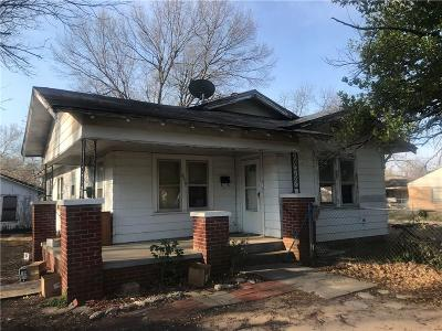 Shawnee Single Family Home For Sale: 639 W Wood Street