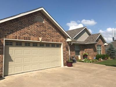 Shawnee Single Family Home For Sale: 2305 Crooked Oak Court