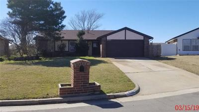 Oklahoma City Single Family Home For Sale: 10305 S Douglas Avenue