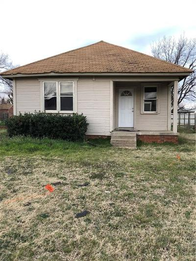 Elk City Single Family Home For Sale: 315 N Boone Street