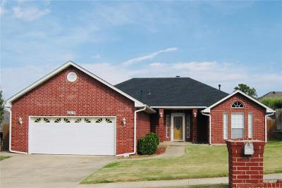 Midwest City Single Family Home For Sale: 11619 Elmhurst Drive