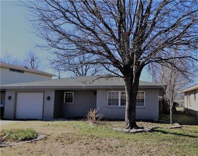 Norman Single Family Home For Sale: 722 Highland Parkway