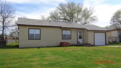 Altus Single Family Home For Sale: 1124 E Chestnut Street