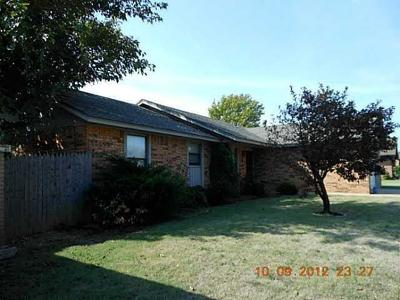 Norman Single Family Home For Sale: 2130 NE Vanessa Drive