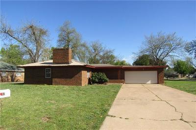 Chickasha Single Family Home For Sale: 202 S Sunny Lane