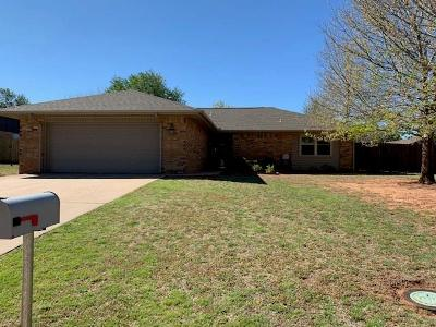 Clinton OK Single Family Home For Sale: $149,900