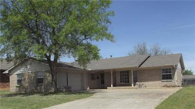 Moore Single Family Home For Sale: 107 N Kimberling Drive