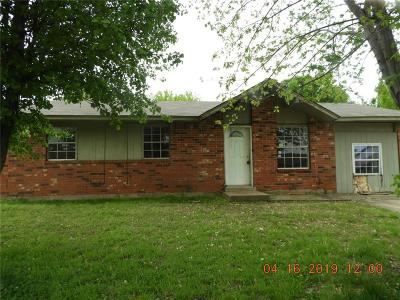 Noble Single Family Home For Sale: 706 Meadowlake Drive